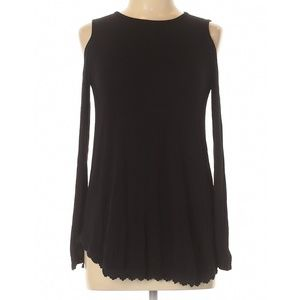 Black and lace long sleeve could shoulder